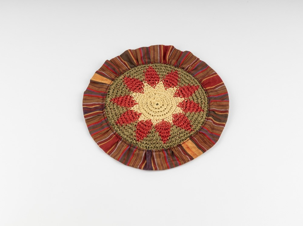 Trivet in Crochet with Sayeh and Sewing Bangs