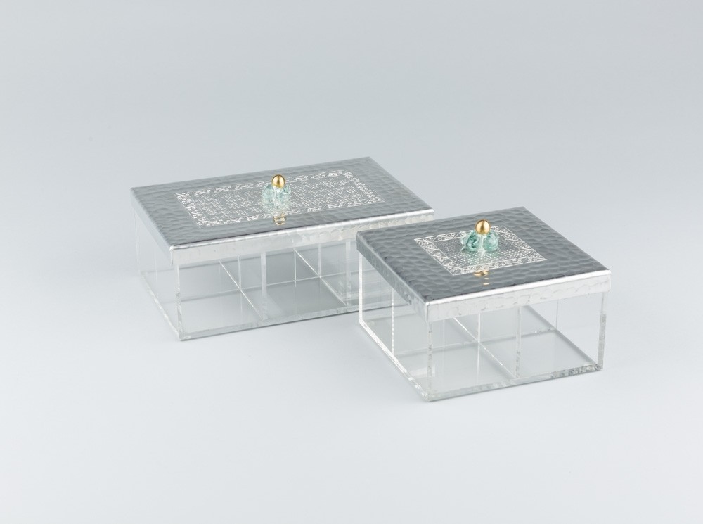 Square Transparent Tea Box with Engraved Top